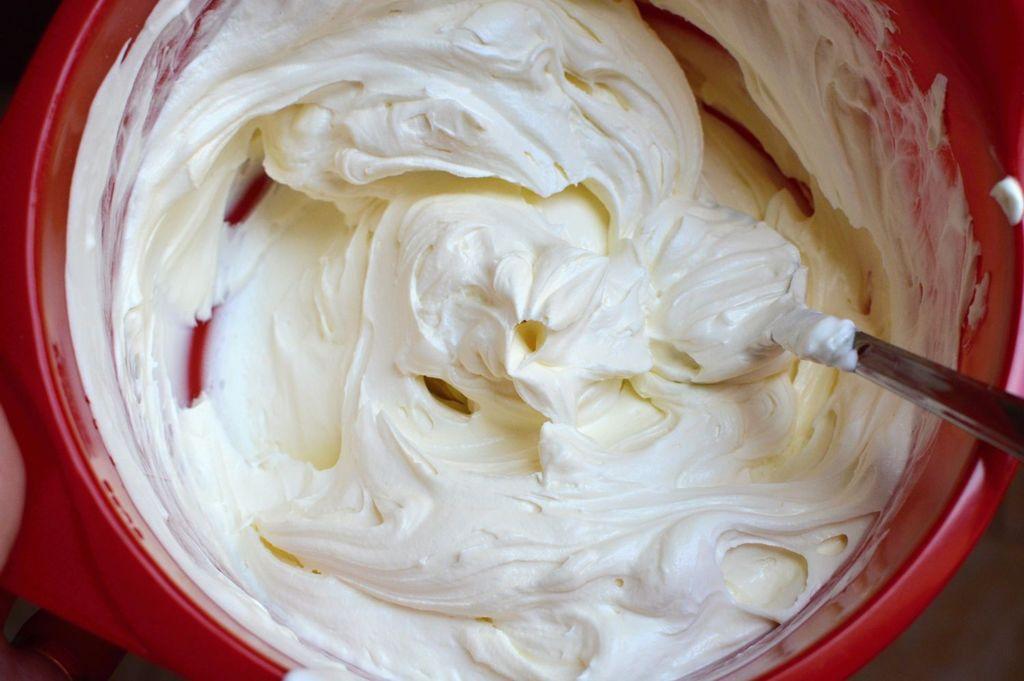 krém na zdobení dortu z mascarpone a šlehačky