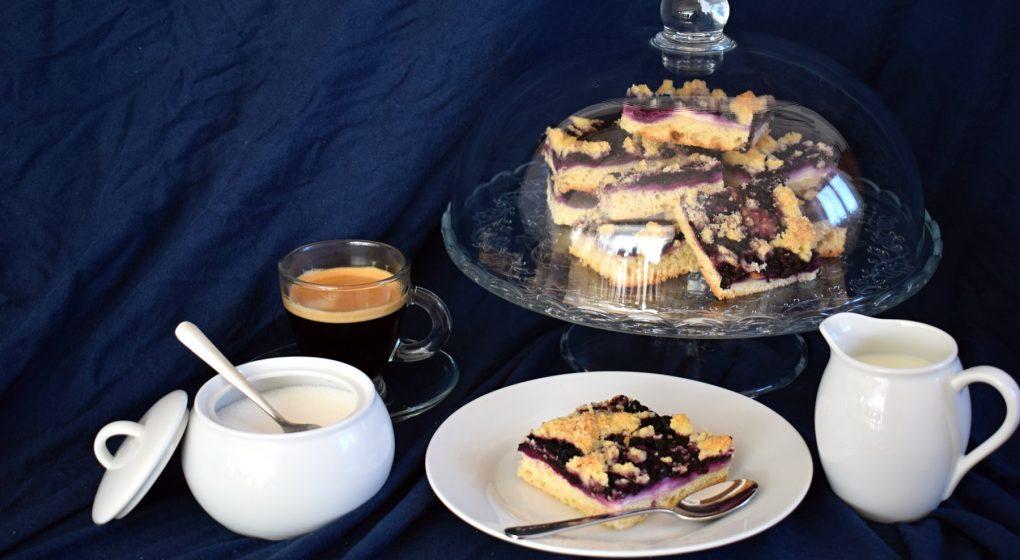 kynutý koláč s borůvkami