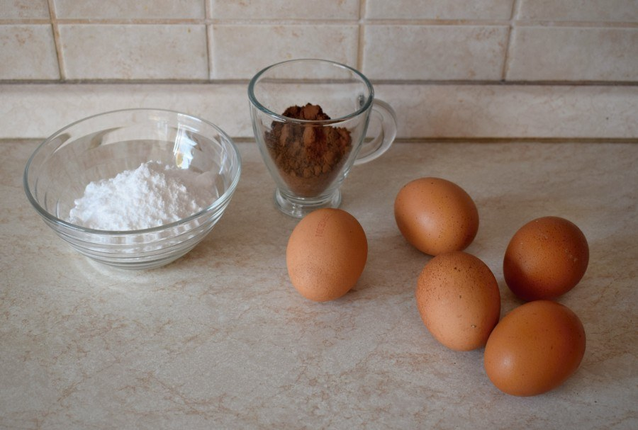 suroviny na kakaovou roládu