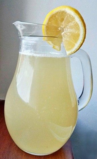 domácí zázvorový čaj s citronem