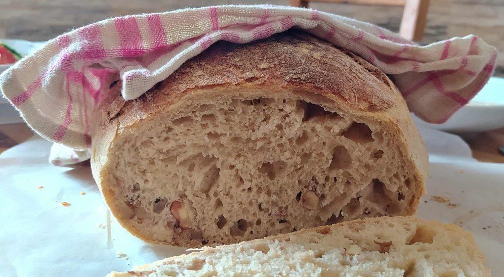 domácí ořechový chléb